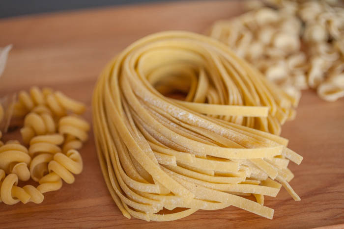 fresh and dried noodles